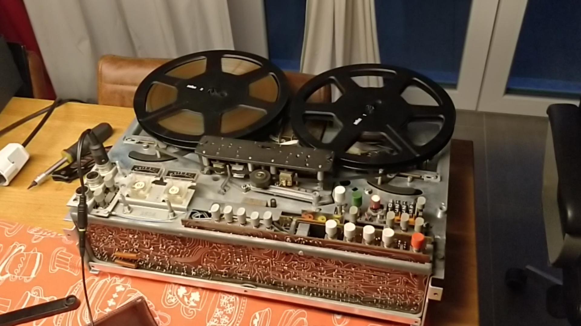 Das Braun TG 1020/4 beim Test der Mechanik (ohne Gehäuse)